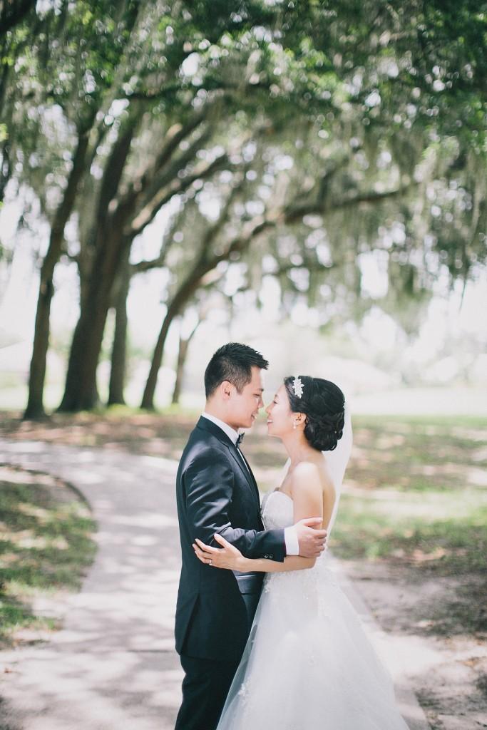 nicholas-lau-nicholau-weddings-london-film-photography-beautiful-pretty-blog-florida-wedding-love-cute-white-dress-chinese-korean-asian-bride-groom-kissing-under-the-tree-spanish-moss-summer