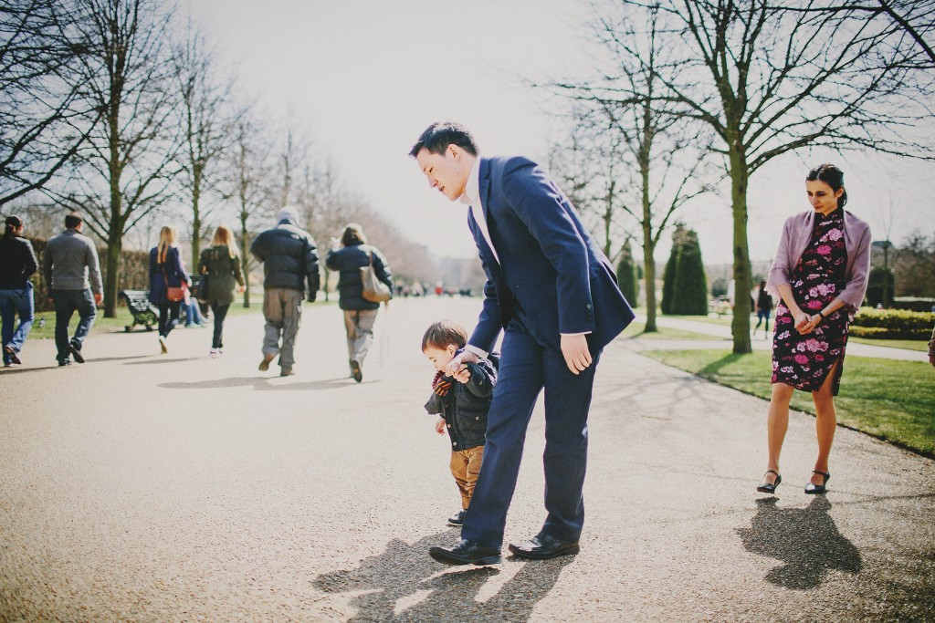 nicholas-lau-nicholau-family-portraits-london-film-photography-chinese-asian-interracial-white-moroccan-half-mixed-baby-regents-park-man-freckles-father-and-son-walking-holding-hands