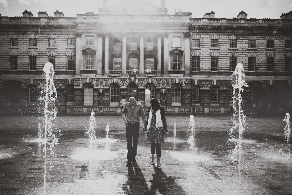 nicholas-lau-nicholau-lincolns-inns-fields-somerset-house-engagement-couple-photos-prewedding-love-london-black-and-white-photography-fountains-pushing-fiance-into-water-sunny-sun-geisers-d