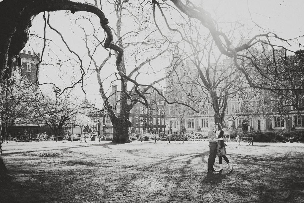 nicholas-lau-nicholau-lincolns-inns-fields-somerset-house-engagement-couple-photos-prewedding-love-london-black-and-white-