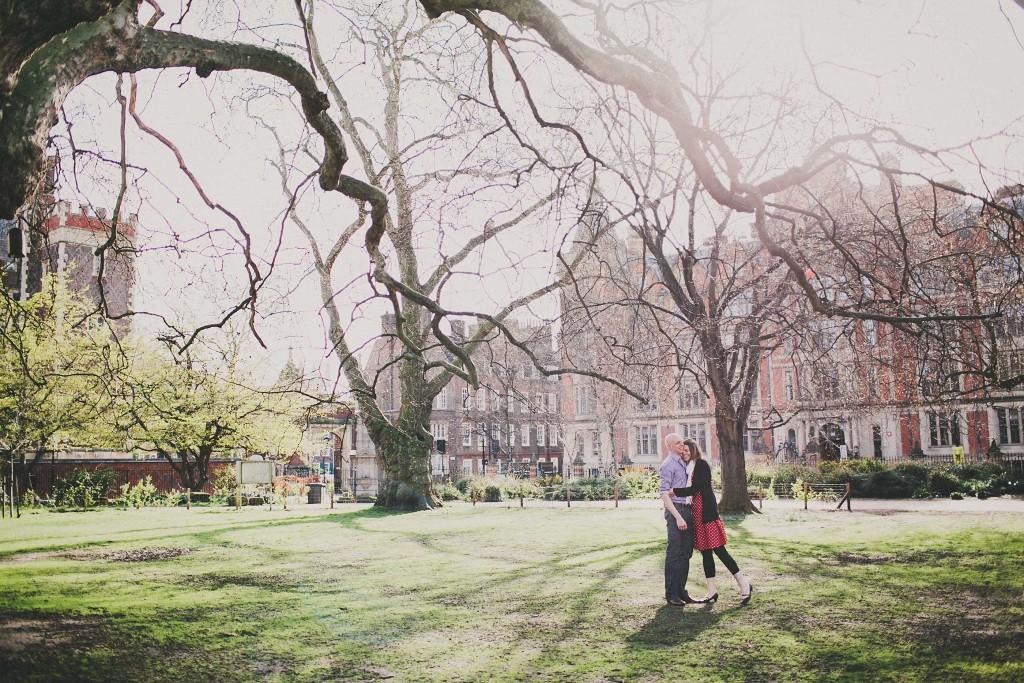 nicholas-lau-nicholau-lincolns-inns-fields-somerset-house-engagement-couple-photos-prewedding-love-london-colour-photography-fine-art-couple-holding-loving
