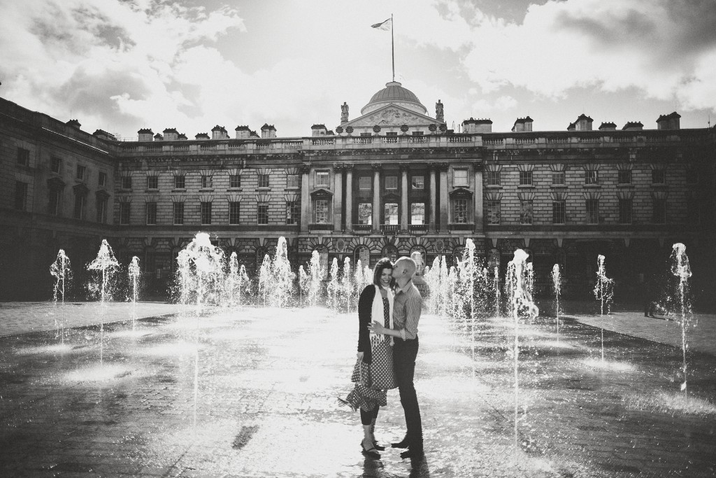 nicholas-lau-nicholau-lincolns-inns-fields-somerset-house-engagement-couple-photos-prewedding-love-london-sun-sunny-black-and-white-photography-umbrella-holding-hugging