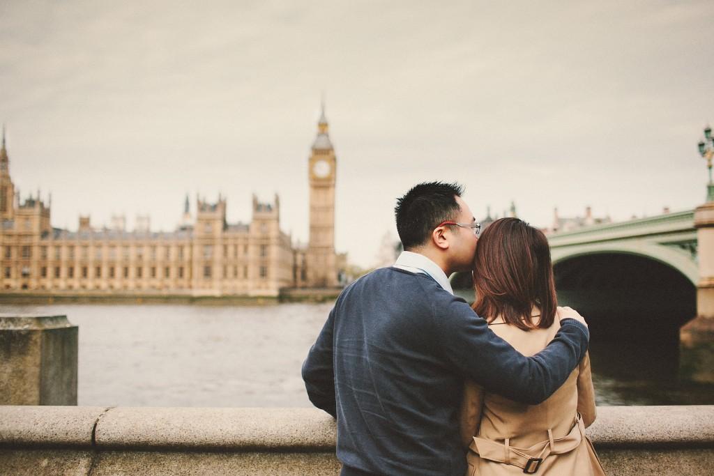 nicholas-lau-nicholau-engagement-spring-photography-peony-and-mockingbird-chinese-couple-battersea-park-westminster-something-blue-big-ben-bridge-kisses