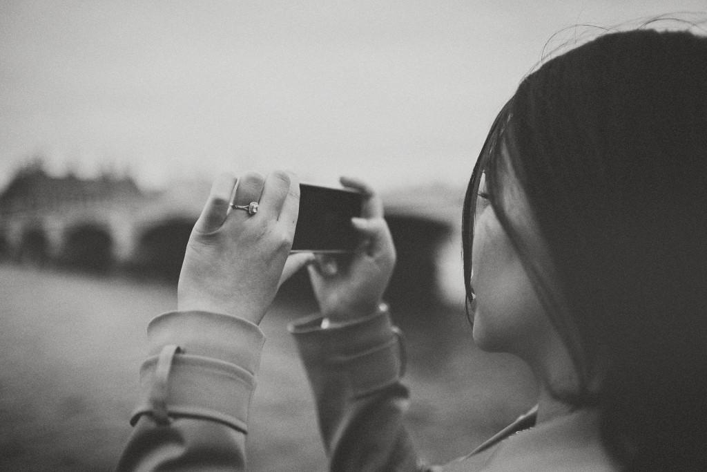 nicholas-lau-nicholau-engagement-spring-photography-peony-and-mockingbird-chinese-couple-battersea-park-westminster-something-blue-black-white-cell-mobile-phone