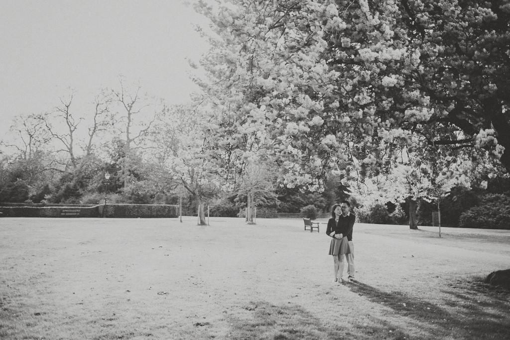 nicholas-lau-nicholau-engagement-spring-photography-peony-and-mockingbird-chinese-couple-battersea-park-westminster-something-blue-black-white-tree
