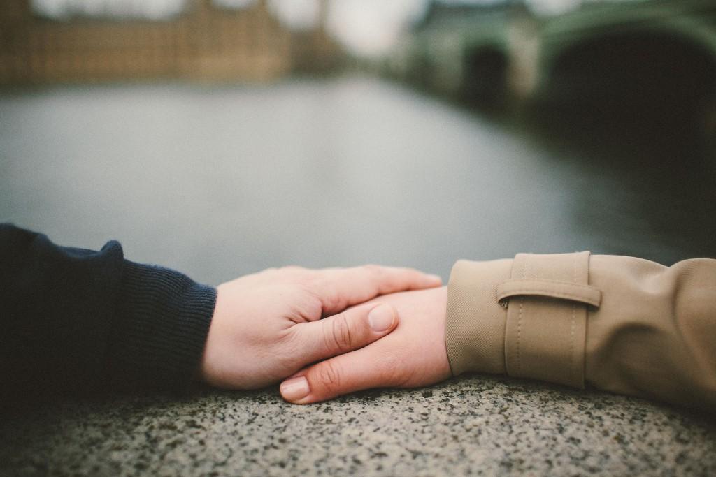 nicholas-lau-nicholau-engagement-spring-photography-peony-and-mockingbird-chinese-couple-battersea-park-westminster-something-blue-holding-hands-bridge-thames