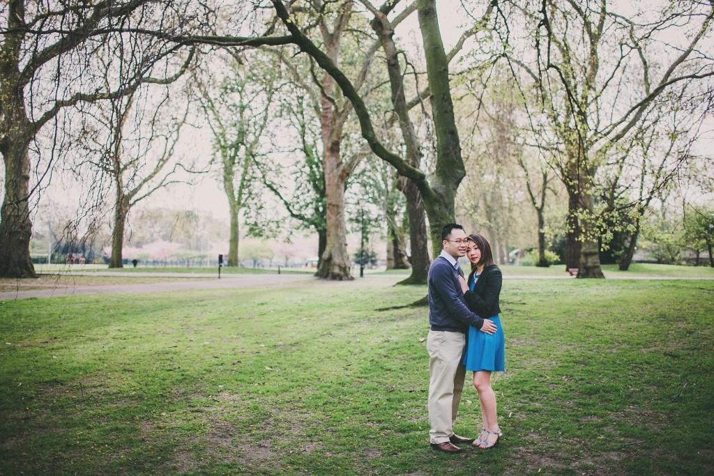 nicholas-lau-nicholau-engagement-spring-photography-peony-and-mockingbird-chinese-couple-battersea-park-westminster-something-blue-holding-thigh-hug-trees