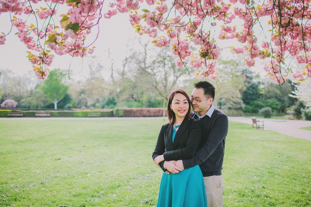 nicholas-lau-nicholau-engagement-spring-photography-peony-and-mockingbird-chinese-couple-battersea-park-westminster-something-blue-hug-from-behind-sakura-frame