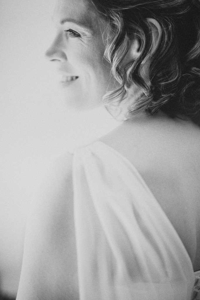 nicholas-lau-nicholau-london-weddings-fine-art-photography-leadenhall-market-st-helens-church-documentary-style-black-white-gown-bride-smiles-over-shoulder-cape-dress