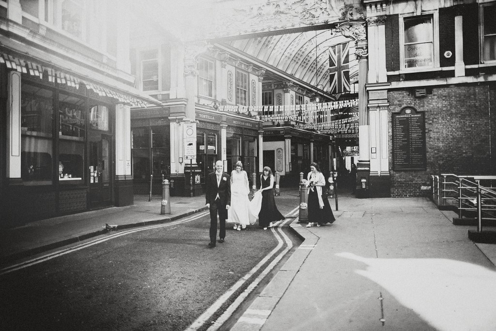 nicholas-lau-nicholau-london-weddings-fine-art-photography-leadenhall-market-st-helens-church-documentary-style-black-white-urban-couple