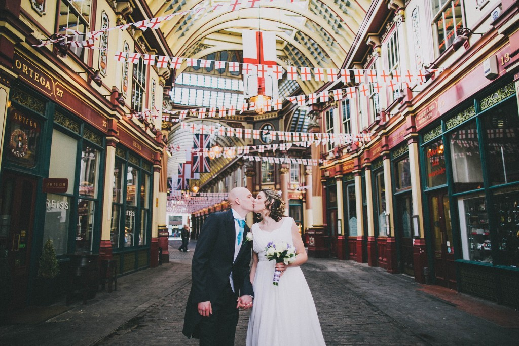 nicholas-lau-nicholau-london-weddings-fine-art-photography-leadenhall-market-st-helens-church-documentary-style-full-colour-color-bride-groom-kissing-kiss