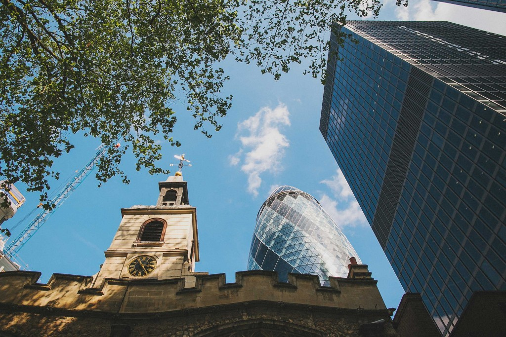 nicholas-lau-nicholau-london-weddings-fine-art-photography-leadenhall-market-st-helens-church-documentary-style-gherkin
