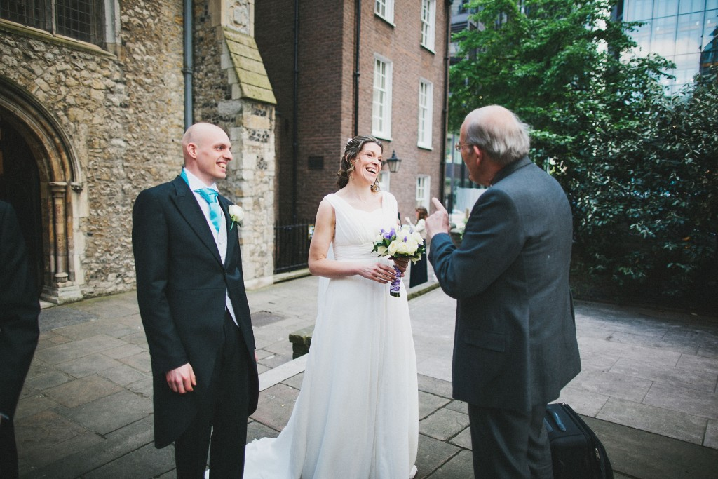 nicholas-lau-nicholau-london-weddings-fine-art-photography-leadenhall-market-st-helens-church-father-of-the-bride-lecture-laughter-documentary