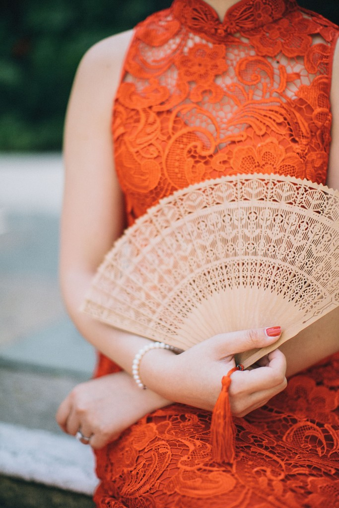 nicholau-nicholas-lau-wedding-fine-art-photography-london-chinese-asian-qi-pao-lace-red-lips-fan-finger-wave-hair-kensington-roof-top-gardens-a