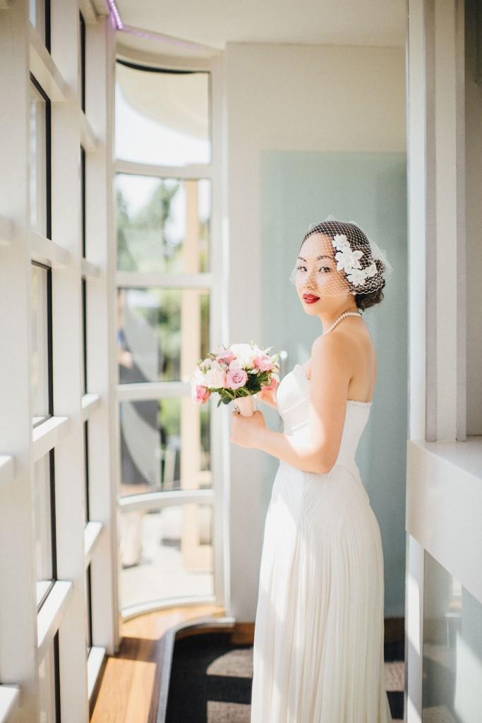 nicholau-nicholas-lau-wedding-fine-art-photography-london-chinese-asian-red-lips-bouquet-bird-cage-veil-light-retro-vintage-rooftop-kensington