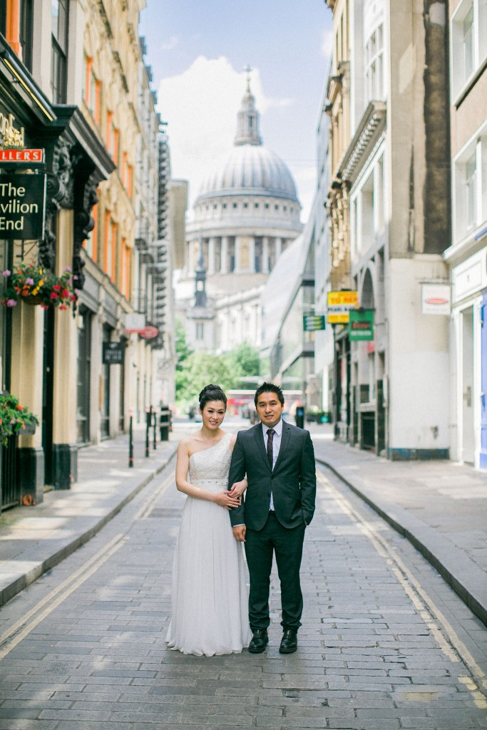 nicholas-lau-nicholau-chinese-london-uk-film-fine-art-photography-engagement-couple-pre-wedding-portra-160-400-800-fuji-contax-645-bank-side-love-st-pauls-stand-in-street-together-bread-street