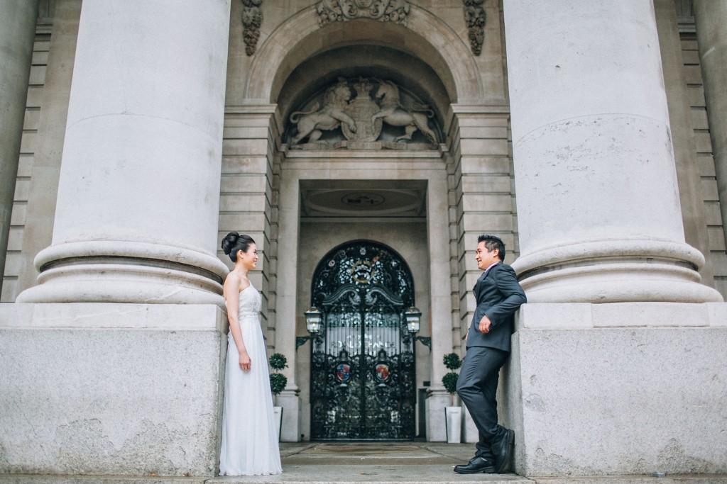 nicholas-lau-nicholau-chinese-london-uk-film-fine-art-photography-engagement-couple-pre-wedding-portra-160-400-800-fuji-contax-645-bank-side-love-architecture-columns