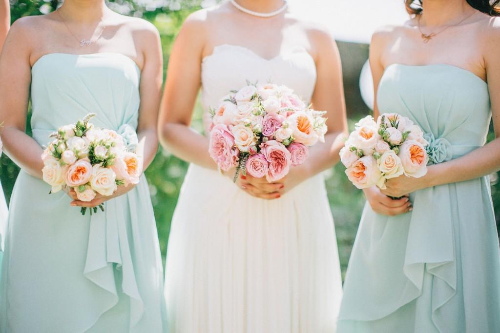 nicholau-nicholas-lau-wedding-fine-art-photography-london-chinese-asian-bridesmaids-bride-bouquets-mint-green-roses-dresses