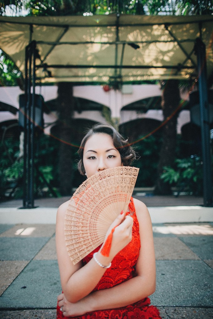 nicholau-nicholas-lau-wedding-fine-art-photography-london-chinese-asian-kensington-roof-gardens-bamboo-fan-qi-pao-red-lace
