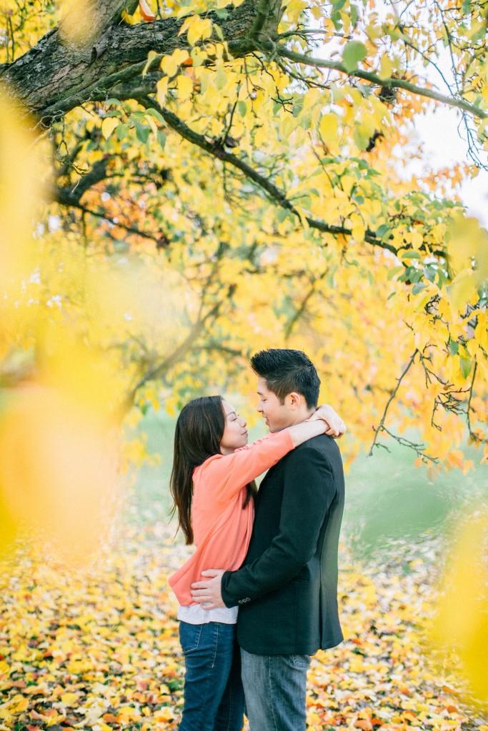 nicholau-nicholas-lau-couple-pre-wedding-film-fine-art-photography-red-blazer-leaves-fall-autumn-kew-gardens-uk-london-yellow-tree-hug-kiss-chinese-a
