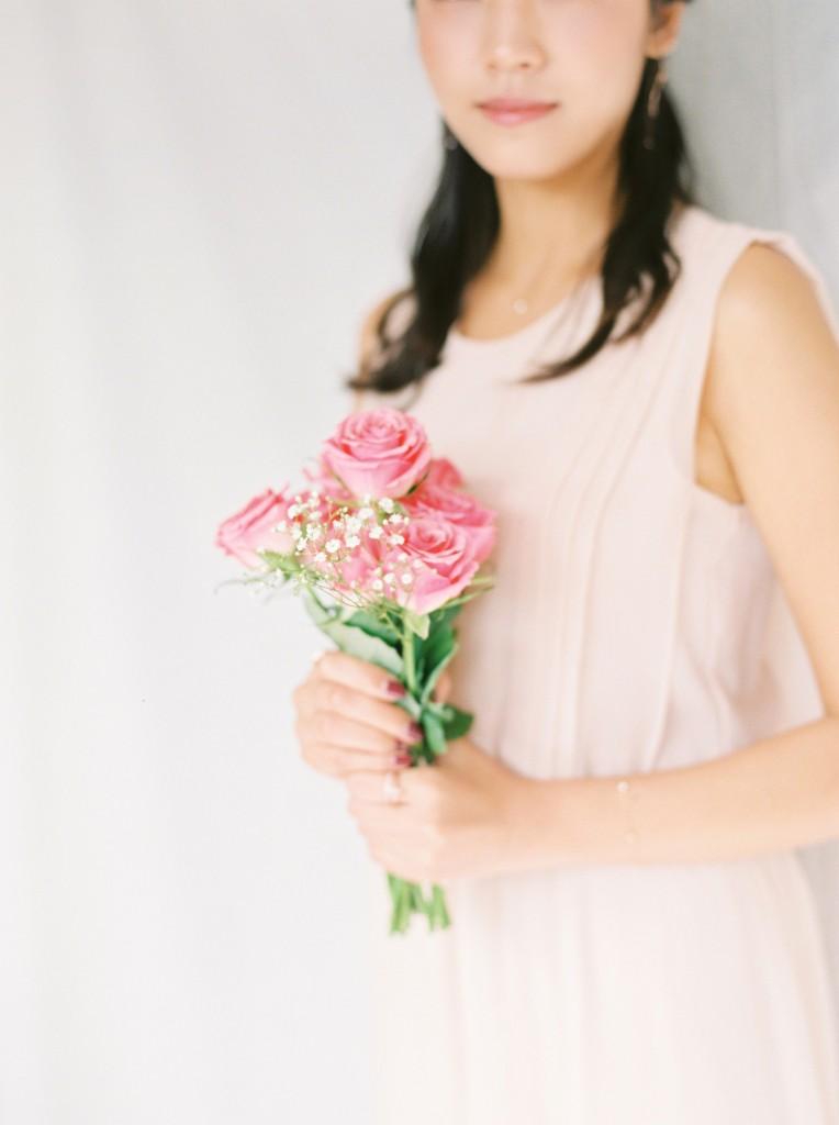 Nicholas-lau-nicholau-film-fine-art-photography-portraits-korean-asian-tea-pot-fuji-400-contax-645-pretty-beautiful-pink-roses-peach-dress (1)