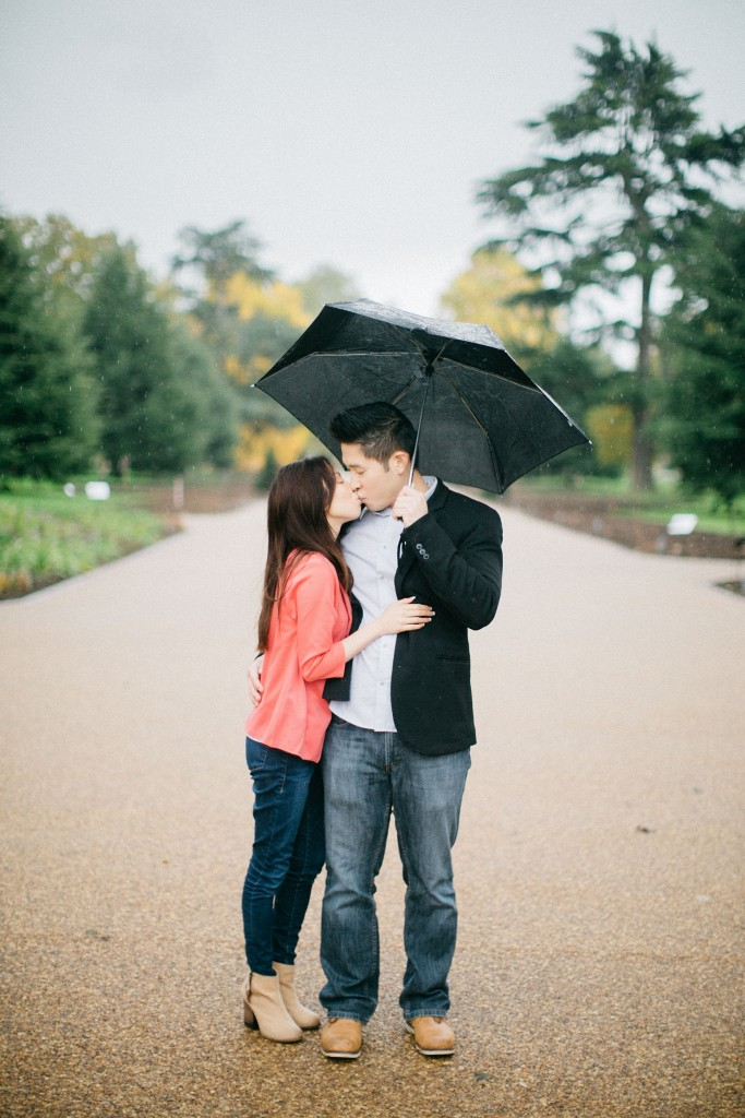 nicholau-nicholas-lau-couple-pre-wedding-film-fine-art-photography-red-blazer-leaves-fall-autumn-kew-gardens-uk-london-kissing-rain-umbrella-chinese-path
