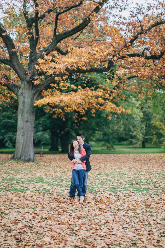 nicholau-nicholas-lau-couple-pre-wedding-film-fine-art-photography-red-blazer-leaves-fall-autumn-kew-gardens-uk-london-sea-of-trees-chinese
