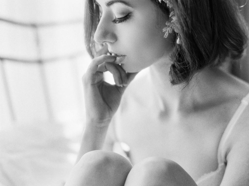 nicholas-lau-nicholau-photo-film-fine-art-photography-boudoir-veil-wedding-light-fuji-400h-ilford-delta-3200-contax-645-eos3-canon-bokeh-pinky-lips-lip-eyelashes