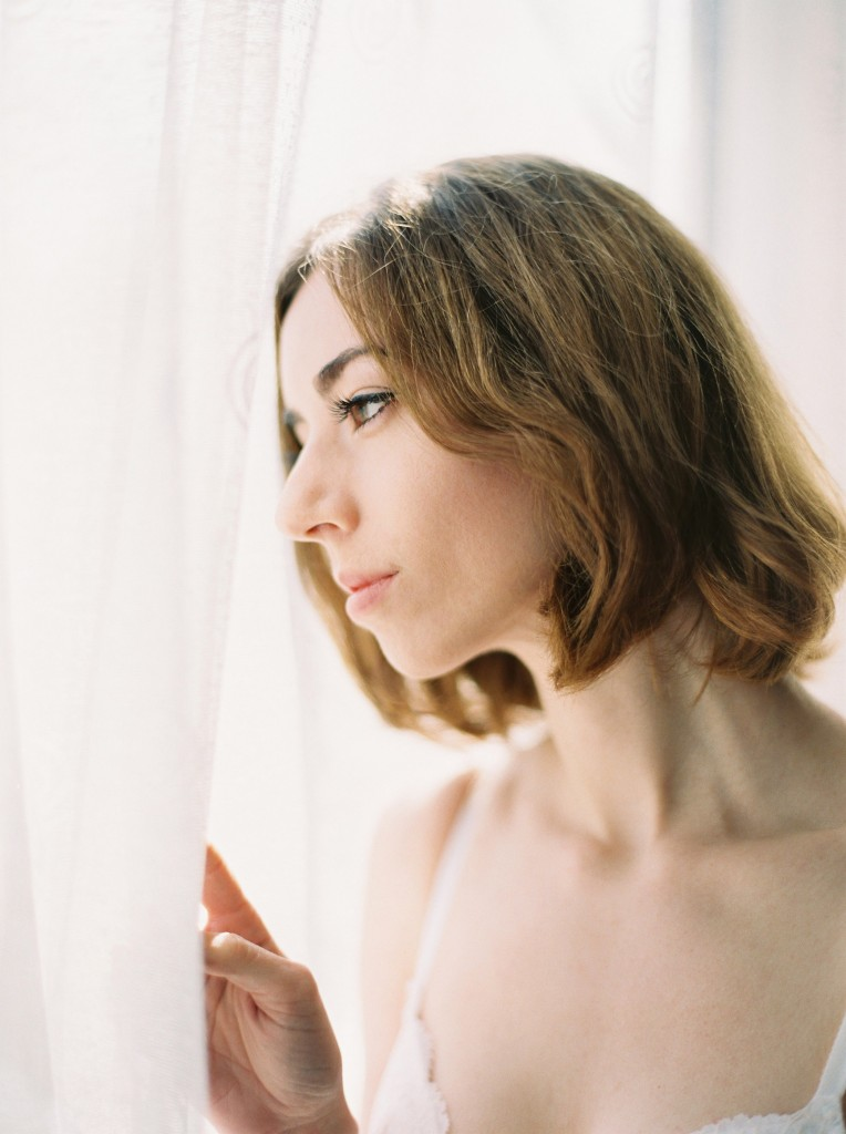 nicholas-lau-nicholau-photo-nicholaslauphoto-film-fine-art-photography-boudoir-veil-wedding-light-fuji-400h-ilford-delta-3200-contax-645-eos3-canon-bokeh-hair-retro-vintage-gaze-out-the-window-bra
