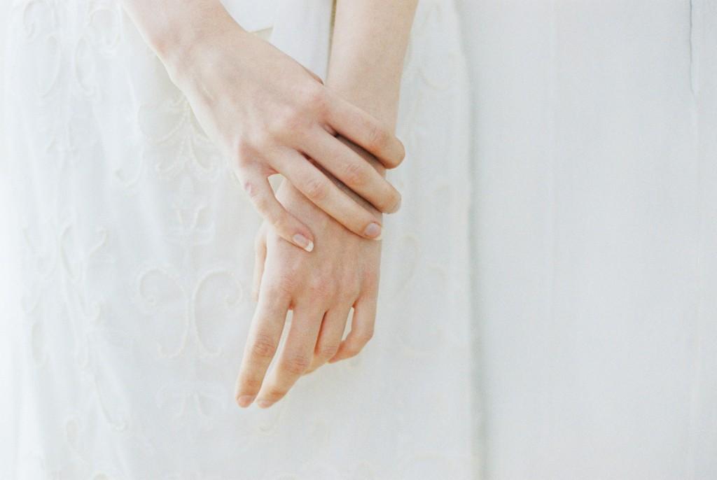Nicholas-lau-photo-photography-nicholau-film-fine-art-fuji-400h-400-contax-645-ukfilm-lab-monsoon-wedding-dress-shoot-bridal-head-hair-accessories-pearls-the-pearl-earring-hands