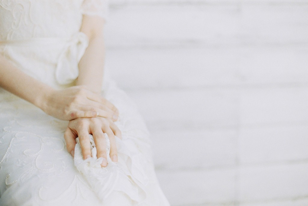 Nicholas-lau-photo-photography-nicholau-film-fine-art-fuji-400h-400-contax-645-ukfilm-lab-monsoon-wedding-dress-shoot-bridal-head-hair-accessories-pearls-the-pearl-earring-hands-in-lap