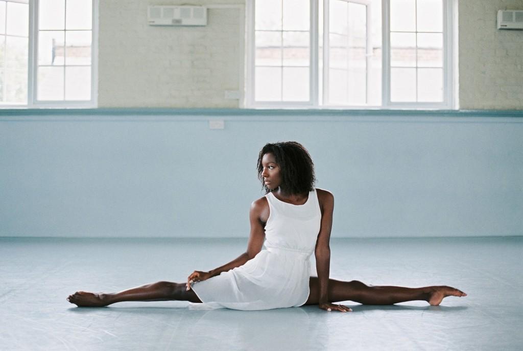 nicholas-lau-photo-photography-uk-black-african-american-ballerina-london-royal-ballet-flats-dancer-dancing-contax-645-fuji-400h-eos3-160ns-film-fine-art-box-splits