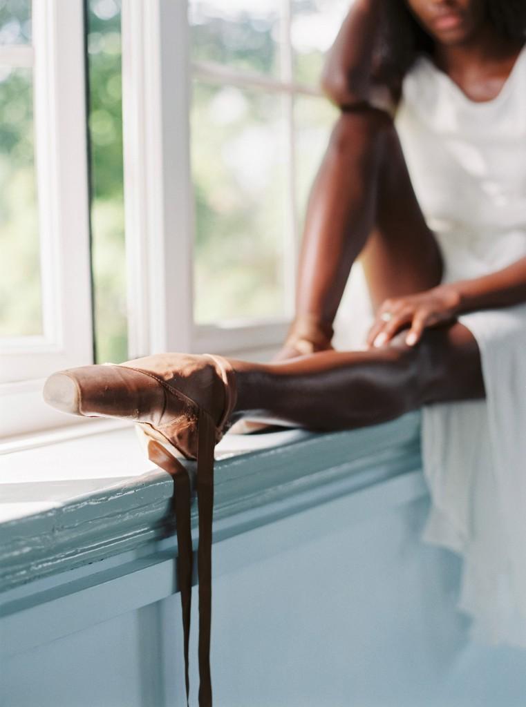 nicholas-lau-photo-photography-uk-black-african-american-ballerina-london-royal-ballet-flats-dancer-dancing-contax-645-fuji-400h-eos3-160ns-film-fine-art-legs-pointe-on