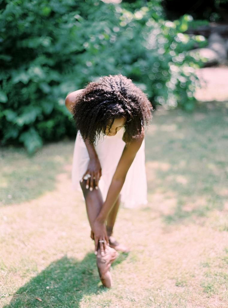 nicholas-lau-photo-photography-uk-black-african-american-ballerina-london-royal-ballet-flats-dancer-dancing-contax-645-fuji-400h-eos3-160ns-film-fine-art-sunny-outside-bend