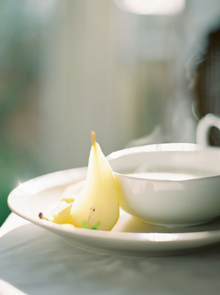 nicholas-lau-photo-photography-contax-645-medium-format-canadian-film-labs-fuji-400h-film-fine-art-pears-white-crisp-poached-elegant-food-syrup-wine-reisling-reduction-bosc-pear-1