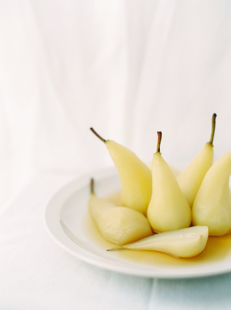 nicholas-lau-photo-photography-contax-645-medium-format-canadian-film-labs-fuji-400h-film-fine-art-pears-white-crisp-poached-elegant-food-syrup-wine-reisling-reduction-bosc-pear-cluster-delicious