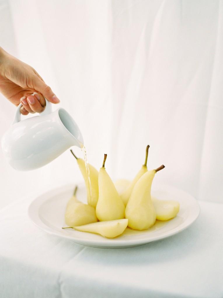 nicholas-lau-photo-photography-contax-645-medium-format-canadian-film-labs-fuji-400h-film-fine-art-pears-white-crisp-poached-elegant-food-syrup-wine-reisling-reduction-bosc-pear-pouring