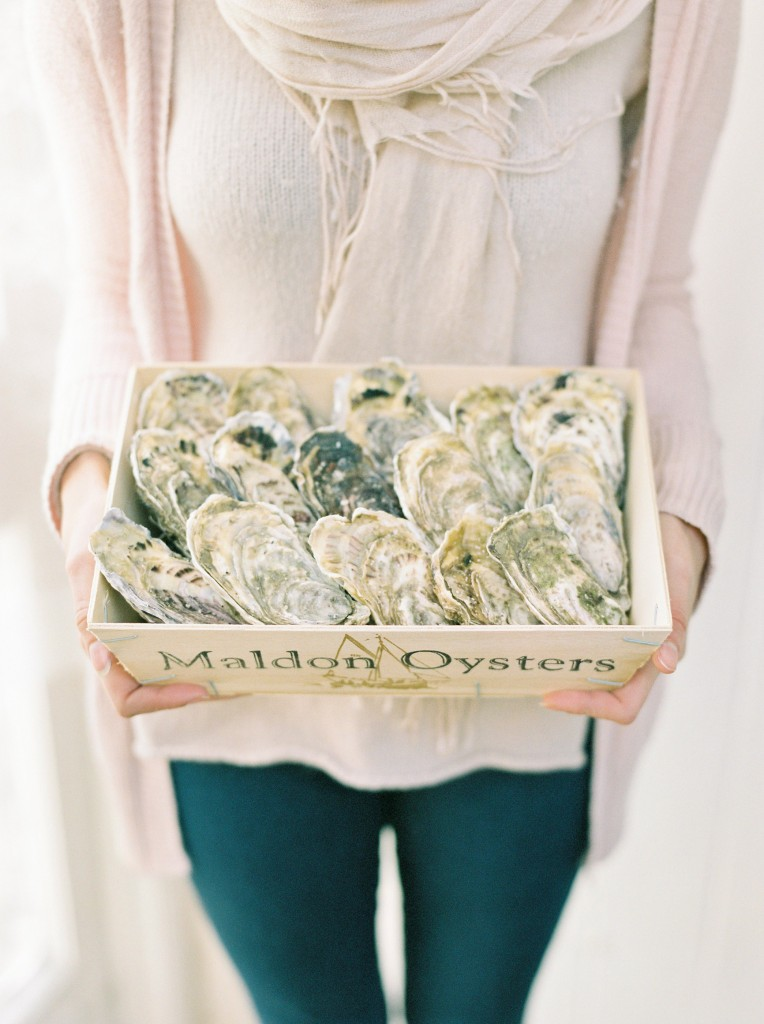 nicholas-lau-photo-photography-oyster-oysters-fruit-de-mer-seafood-lifestyle-film-fuji-contax-645-billingsgate-london-market-maldon-holding-box