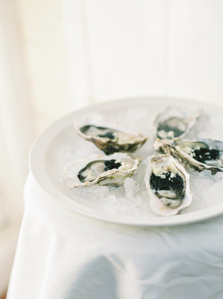 nicholas-lau-photo-photography-oyster-oysters-fruit-de-mer-seafood-lifestyle-film-fuji-contax-645-billingsgate-london-market-maldon-ice-plate-display-cavier-garlic