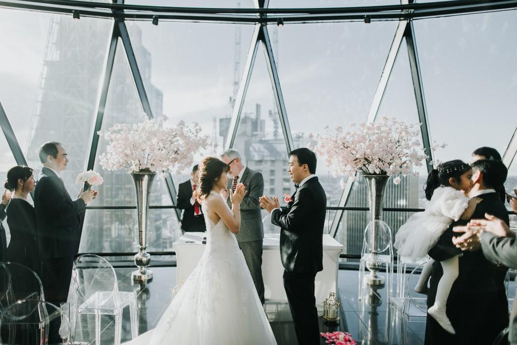 nicholas-lau-photo-photography-london-wedding-photographer-visions-vietamese-modern-luxury-city-wedding-gherkin-roof-top-deck-16