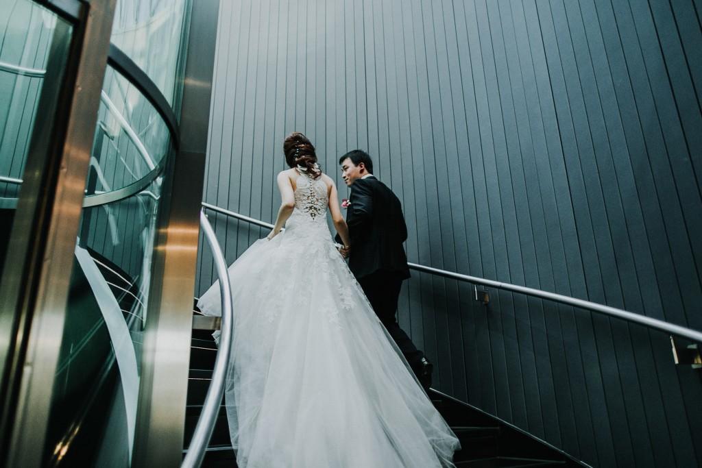 nicholas-lau-photo-photography-london-wedding-photographer-visions-vietamese-modern-luxury-city-wedding-gherkin-roof-top-deck-26