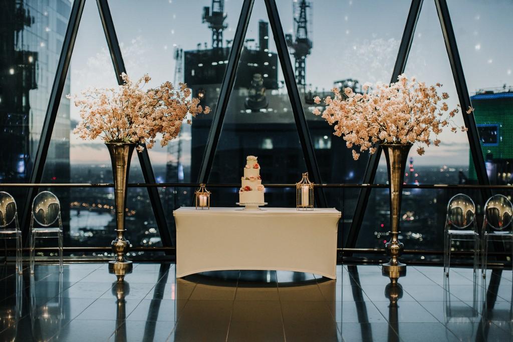 nicholas-lau-photo-photography-london-wedding-photographer-visions-vietamese-modern-luxury-city-wedding-gherkin-roof-top-deck-31