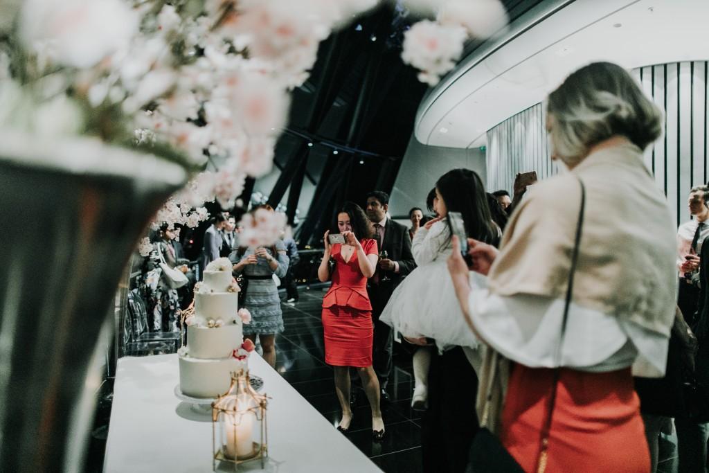 nicholas-lau-photo-photography-london-wedding-photographer-visions-vietamese-modern-luxury-city-wedding-gherkin-roof-top-deck-36
